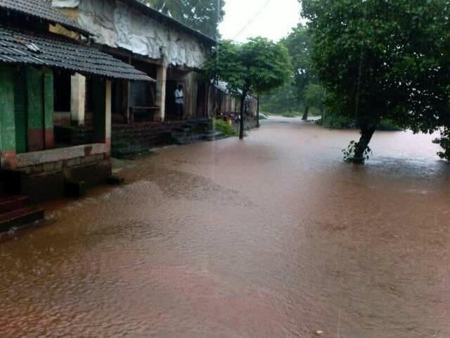 संगमेश्वरमधील फणगुस येथे पुराचे पाणी