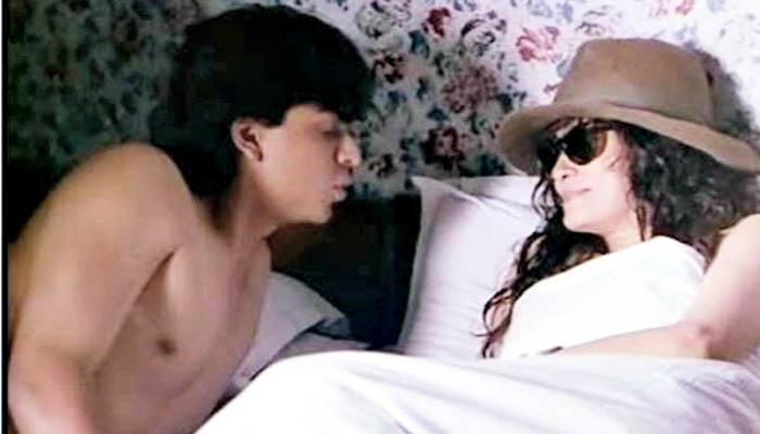 <p>शाहरुख खान</p>  <p>चित्रपट : माया मेमसाब</p>  <p>केतन मेहताच्या या चित्रपटात शाहरुख खानही निर्वस्त्र दिसला होता. या चित्रपटातील दृश्यांमुळे त्याकाळी मोठा वाद निर्माण झाला होता.&nbsp;</p>