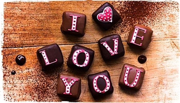 <p>तुम्ही त्या व्यक्तीवर किती प्रेम करता हे दाखवून देण्याचा तुमचा सतत प्रयत्न सुरू असतो... आणि समोरची व्यक्ती मात्र कळून न कळल्याचं भासवत असतो.&nbsp;</p>