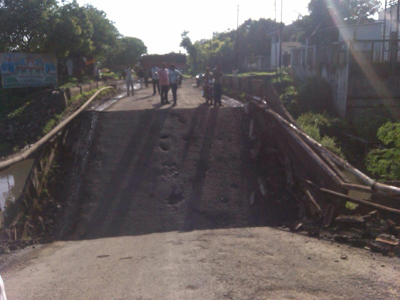 महाराष्ट्रासह, मध्यप्रदेश तसच गुजरात या तीन राज्यांना जोडणाऱ्या बऱ्हाणपूर अंकलेश्वर महामार्गावरील पुलांची अवस्था अतिशय दयनीय झालीय.