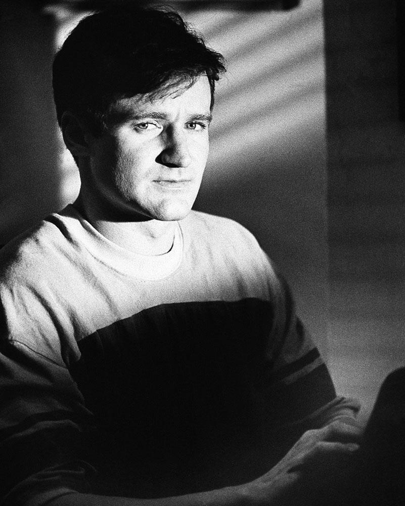 १९८२ मध्ये प्रदर्शित झालेली 'द वर्ल्ड अकॉर्डिंग टू ग्रॅप' चित्रपटातील रॉबीन विल्यम्स याचे छायाचित्र.ज्येष्ठ हॉलीवूड अभिनेते, कॉमेडियन आणि ऑस्कर विजेते रॉबिन विल्यम्स काळाच्या पडद्याआड गेलेत. वयाच्या 63 व्या वर्षी राहत्या घरी त्यांनी अखेरचा श्वास घेतला.