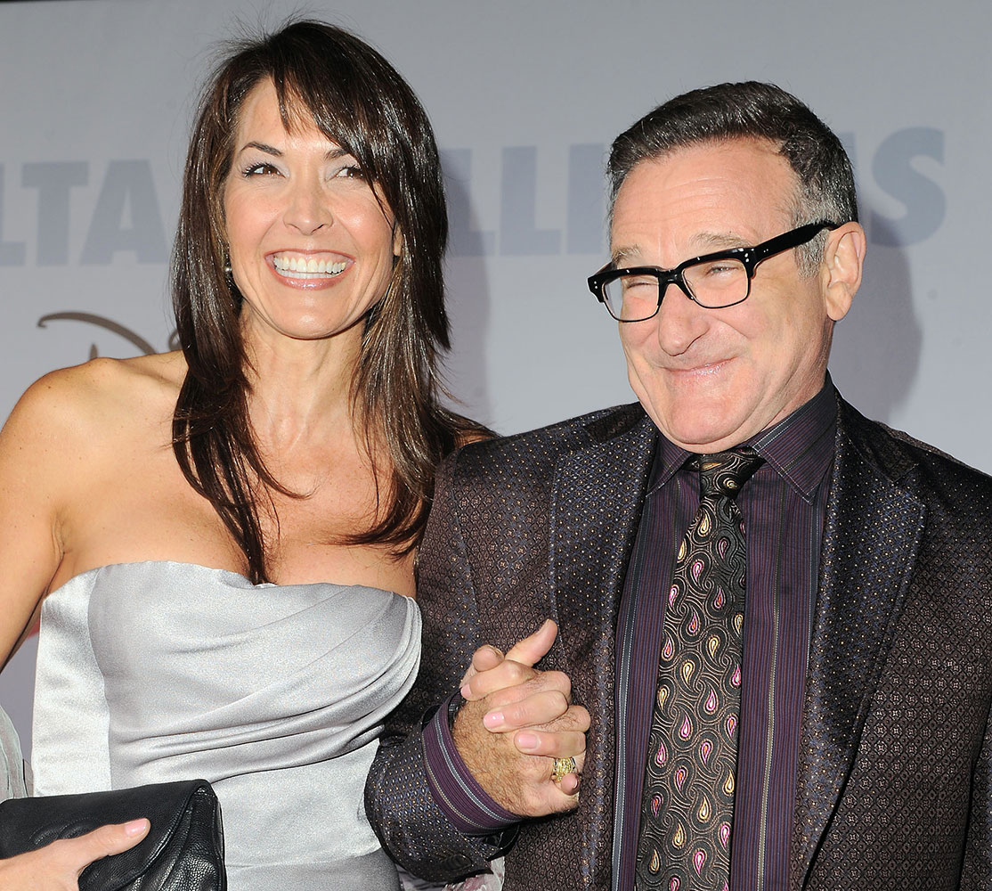 फाइल - ज्येष्ठ अभिनेते रॉबिन विल्सम्स आणि त्यांची पत्नी सुसान 'ओल्ड डॉग्ज' चित्रपटाच्या प्रिमिअरवेळी.