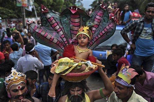 बांगलादेशात कृष्ण जन्माष्टमी हिंदू बांधवांनी अशी उत्साहात साजरी केली
