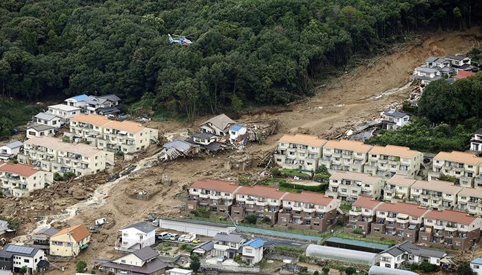 टोकियो : पश्चिम जपानमध्ये भयंकर भूस्खलन झाल्याने 27 लोकांचा मृत्यू झाला आहे.