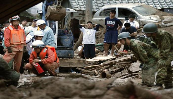 हिरोशिमामध्ये काल रात्री डोंगराळ भागात झालेल्या मुसळधार पावसामुळे भूस्खलन झाले आणि त्यात अनेक घरं गाडली गेलीत