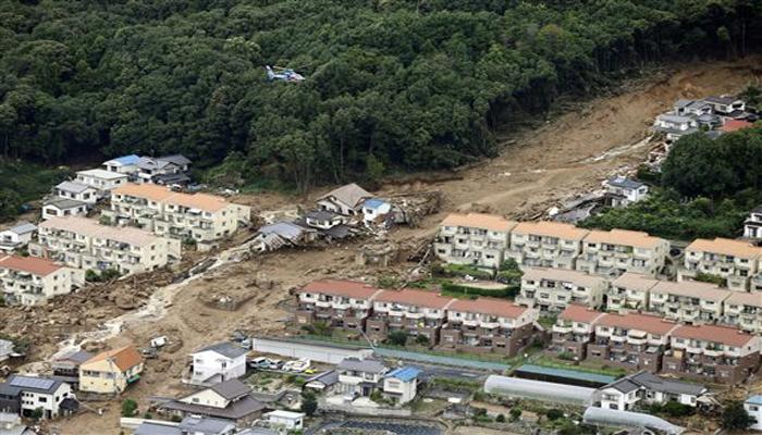 विमानातून घेतलेल्या फोटोमध्ये अनेक घर जमीनदोस्त झाल्याचं दिसतं आहे.
