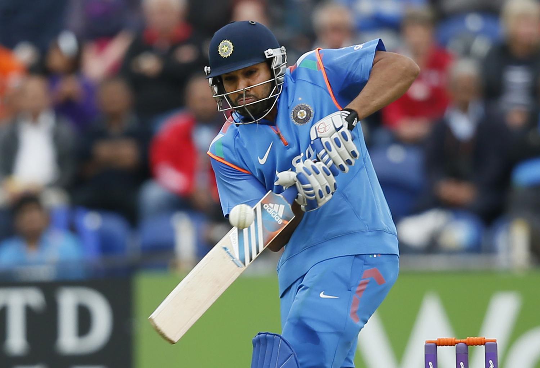 रोहितने भारतासाठी ५२ धावांची खेळी केली.