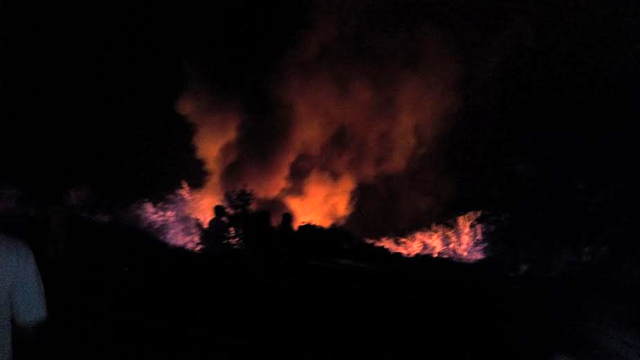 मुंबई-गोवा हायवेवर खेडजवळ भोस्ते घाटामध्ये एक केमिकलचा टँकर पलटी होऊन त्याचा प्रचंड स्फोट झाला