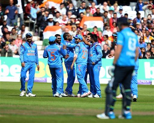 भारत विरूद्ध इंग्लंड, तिसऱ्य़ा वन-डेतआयन बेलची विकेट गेल्यानंतर भारतीय संघ