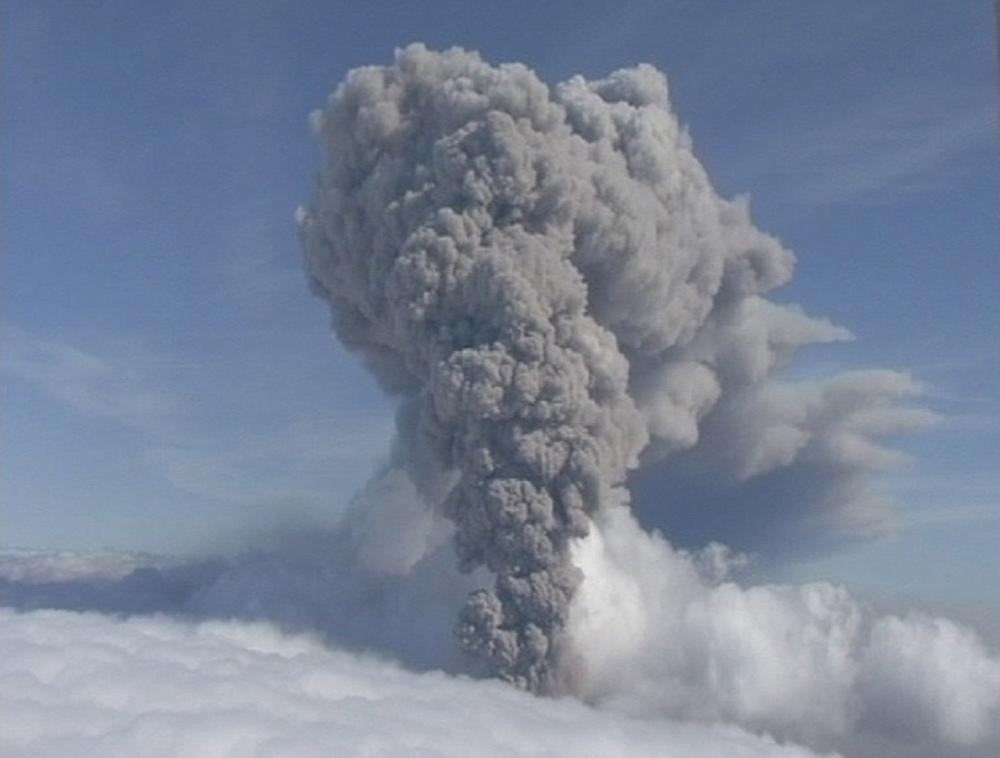 आइसलँडच्या उसळलेल्या ज्वालामुखीमुळे बराच काळ विमान सेवा बंद होती