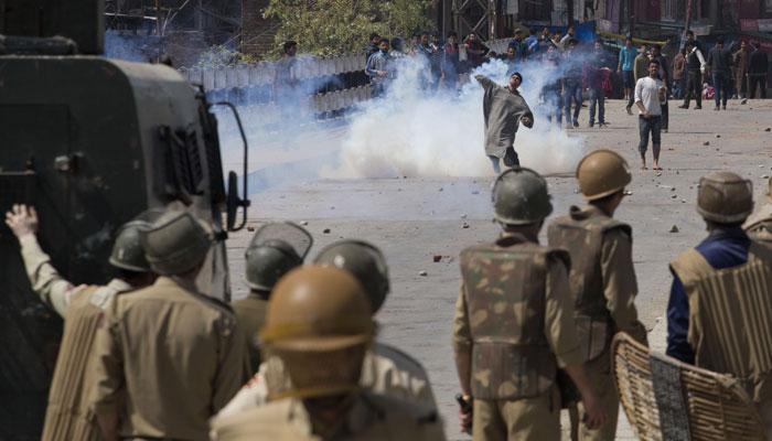 मसरत आलम अटकेविरुद्ध काश्मीर बंद, गोळीबारात एकाचा मृत्यू