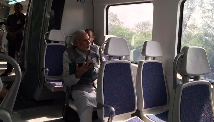 पंतप्रधान नरेंद्र मोदींनी केला दिल्ली मेट्रोनं प्रवास