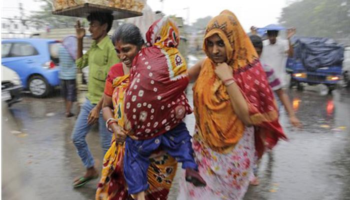 मुंबईसह राज्यात काही ठिकाणी पाऊस, वीज कोसळून ५ ठार