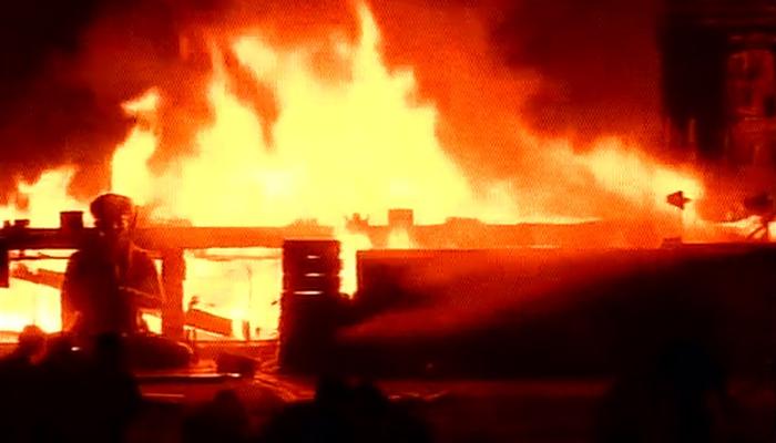 मेक इन इंडिया कार्यक्रमावेळी भीषण आग
