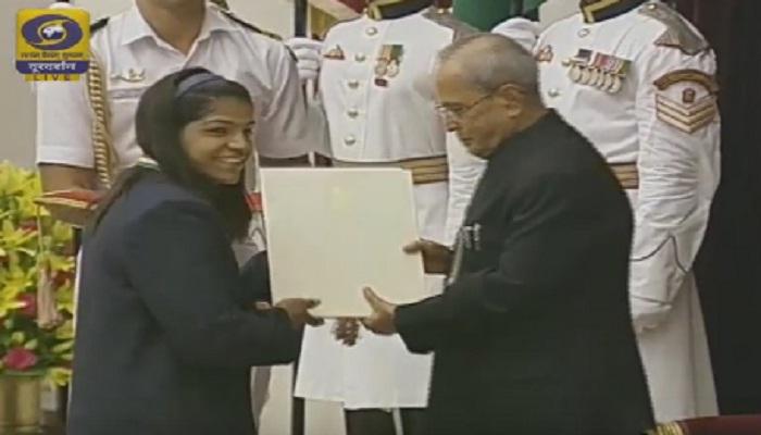 साक्षी, सिंधू, दीपा आणि जितूचा खेलरत्न पुरस्काराने सन्मान
