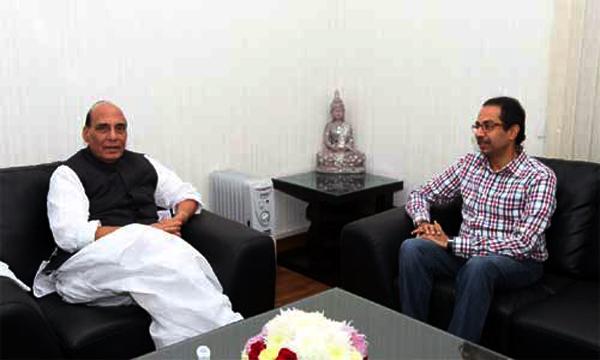 नोटबंदीनंतर उद्धव ठाकरे यांच्या दिल्लीत भाजप नेते, मंत्र्यांशी गाठीभेटी
