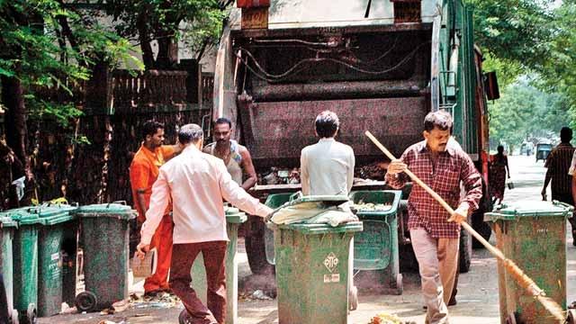 मुंबई पालिकेत कचरा भ्रष्टाचार, पोकळ चौकशीचे आश्वासन