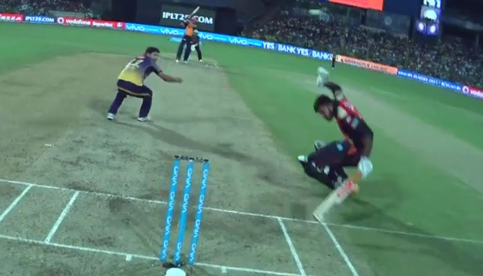 IPL 2017 :  युवराजचा डेडली शॉट... थोडक्यात बचावला विजय शंकर WATCH VIDEO