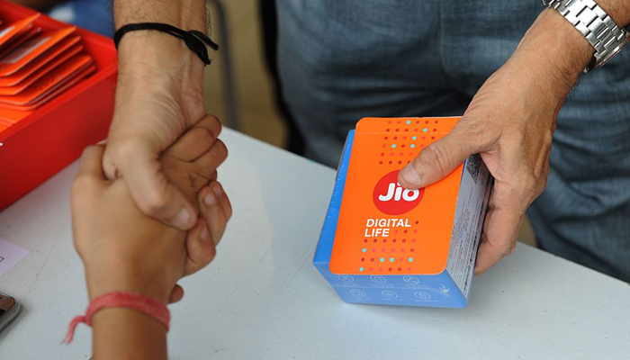 जिओफोनची प्री-बुकींग आजपासून, ५०० रुपयांत होणार बुकींग