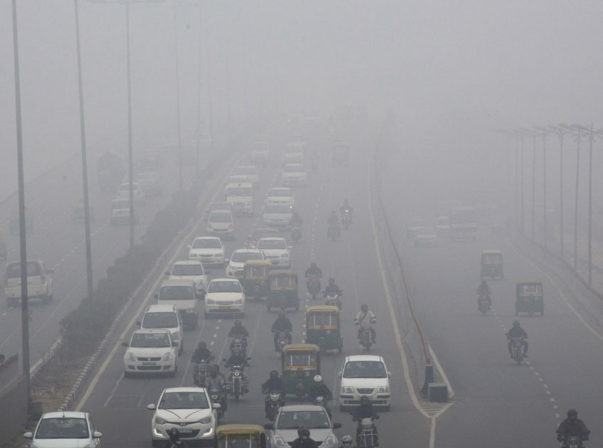 Due to smog the visibility early in the morning remained low causing problem in movement of traffic.