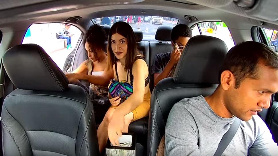 चालत्या कारमध्ये तिने केलं असं काही, व्हिडिओ व्हायरल