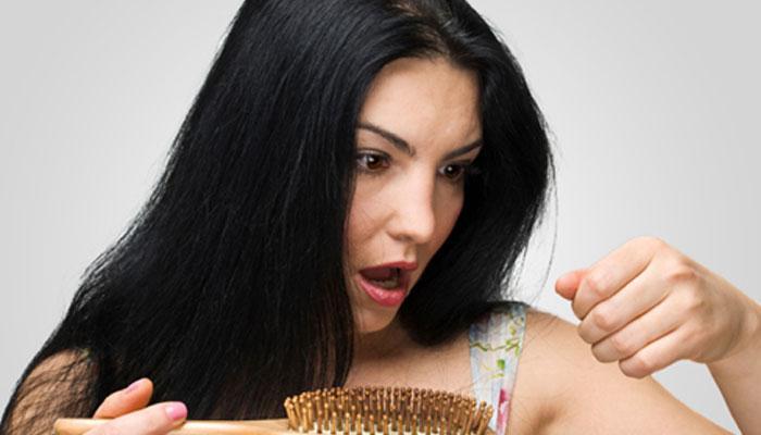 केस धुताना तुम्हीपण या चुका करता का ? अशी घ्या काळजी