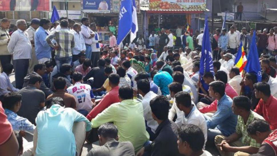 कोल्हापुरात खाजगी गाड्यांची तोडफोड, इंटरनेट सेवा बंद