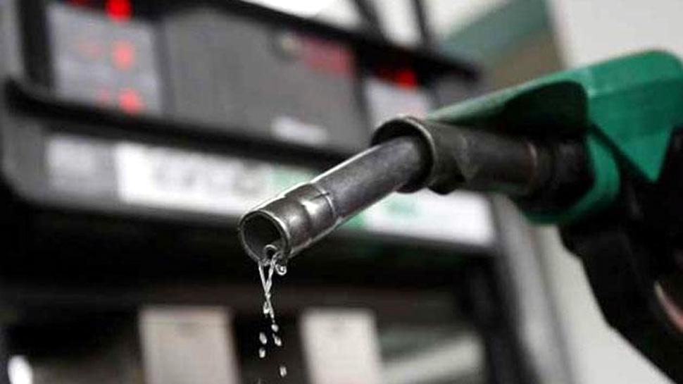 खूशखबर : पेट्रोल डिझेलच्या किंमतीत घसरण
