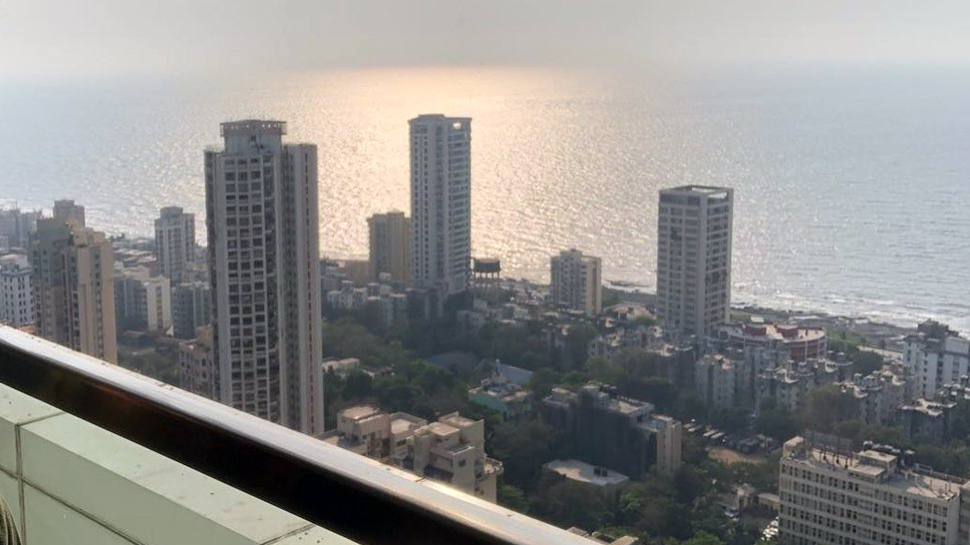 टीम इंडियाचा कर्णधार विराट कोहलीचे मुंबईतील घर आणि सेल्फी