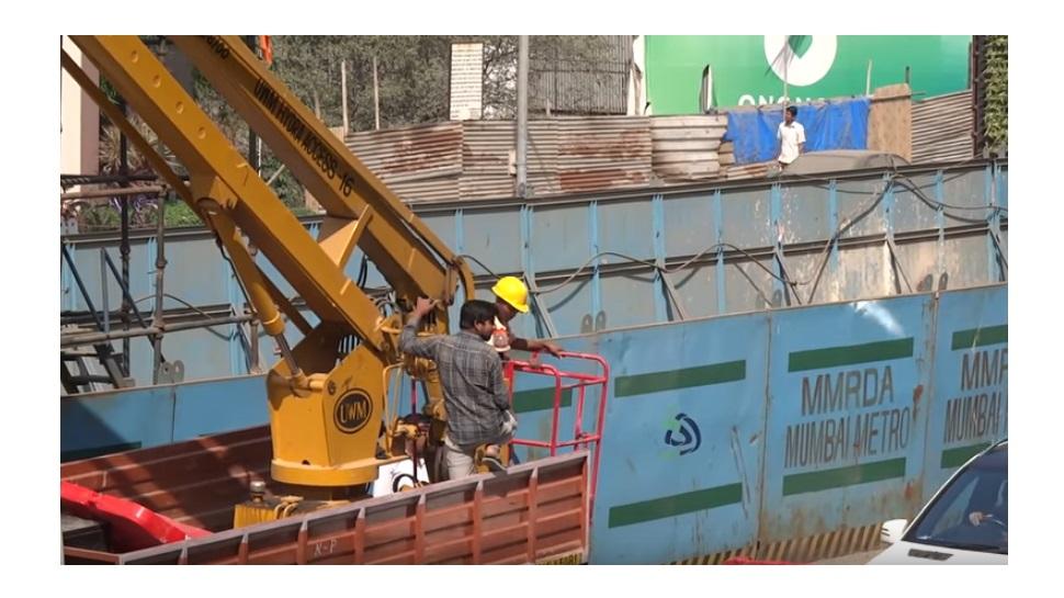 मुंबई मेट्रो २ | काम सुरू असताना दुर्घटना