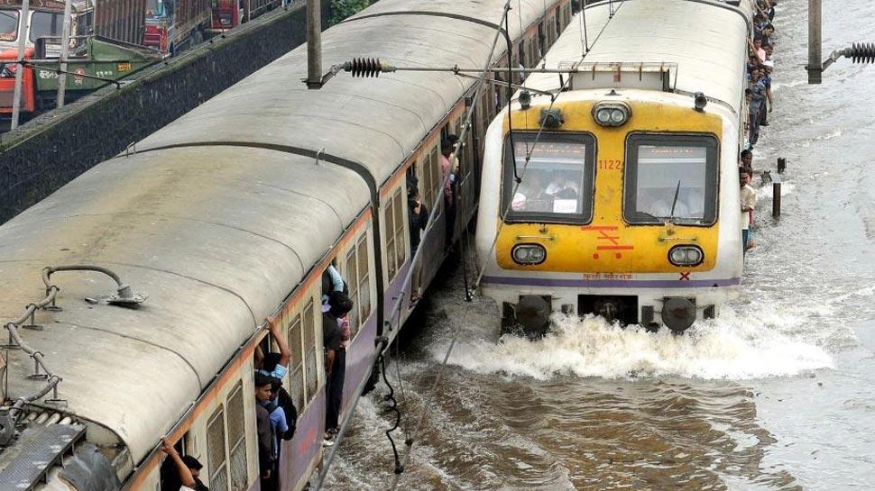 आता पाण्यातही धावणार ट्रेन, रेल्वेनं बनवलं असं इंजिन