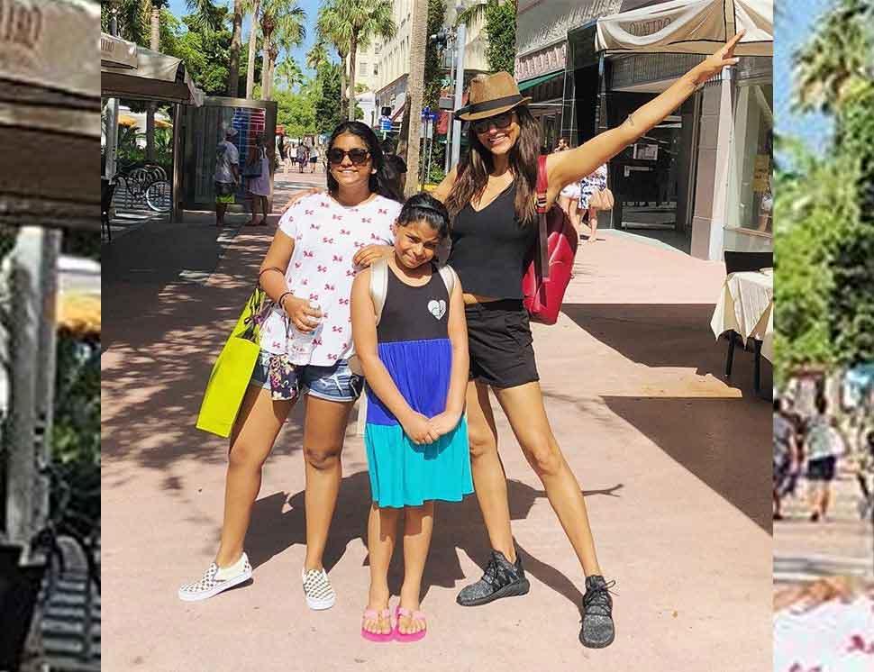 Sushmita sen enjoy holiday with daughters