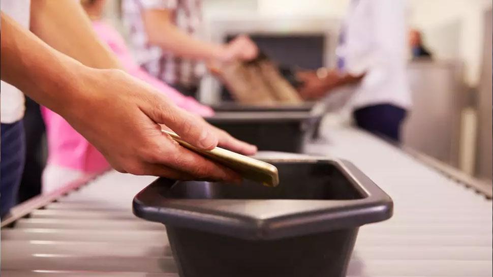 पब्लिक टॉयलेटपेक्षाही जास्त घाणेरडे एअरपोर्ट ट्रे