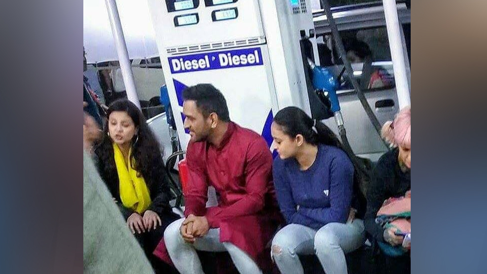 धोनीचा पेट्रोल पंपावरचा तो फोटो भारत बंद वेळचा?