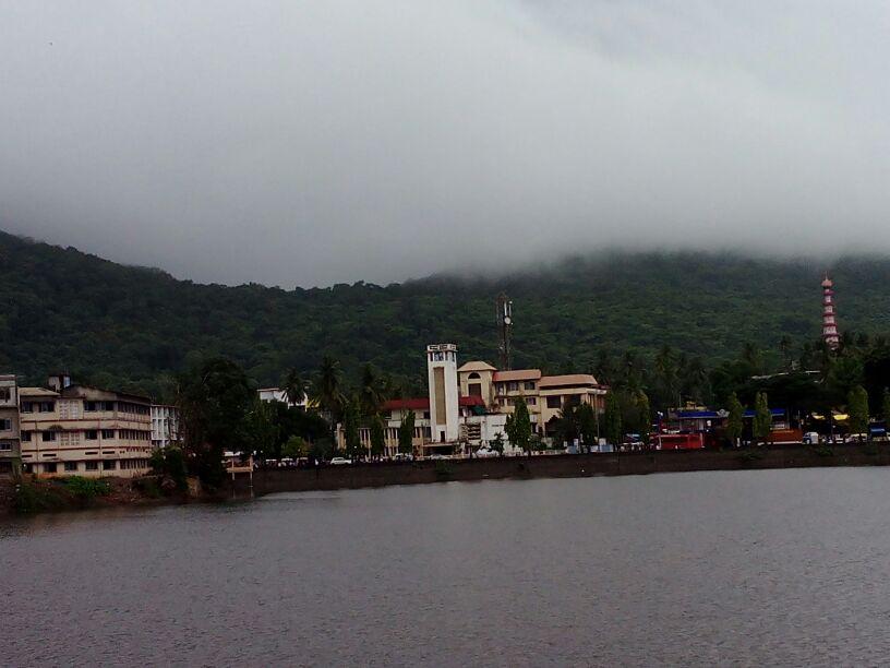 धुक्याने डोंगर ही लपले गेलेत