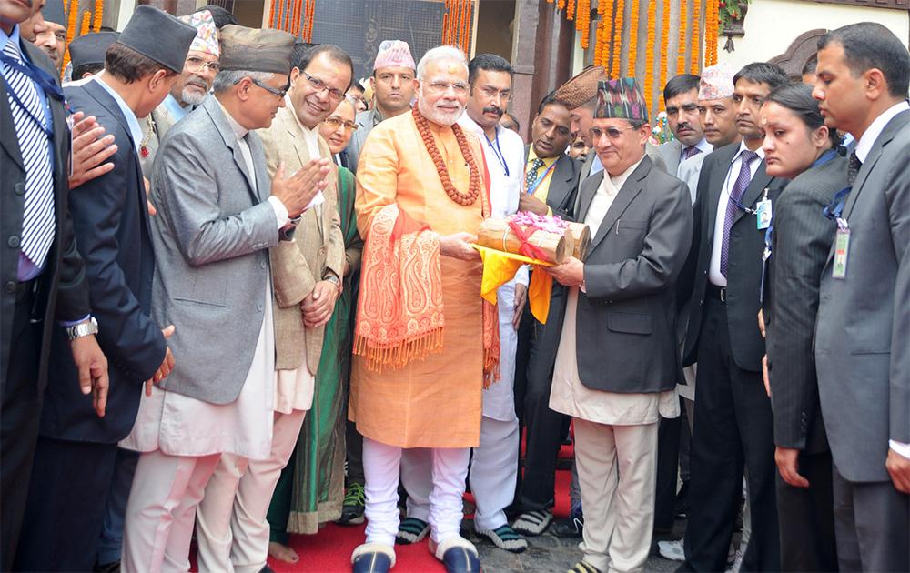 काठमांडूच्या पशुपतिनाथ मंदिरात पूजा करण्यासाठी पोहचले पंतप्रधान नरेंद्र मोदी