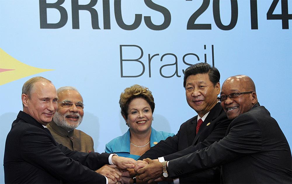 ब्रिक्स देशाच्या प्रमुखांसोबत पंतप्रधान नरेंद्र मोदी