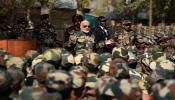 पंतप्रधानांनी भारतीय सैन्यासोबत साजरी केली दिवाळी