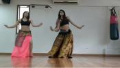 व्हिडिओ: 'मेरे रश्के कमर' तरूणींचा बोल्ड डान्स; इंटरनेट यूजर्सचा कलेजा खलास