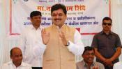 राज्यातील जलसंधारण मंत्री राम शिंदेंनी उघड्यावर केली लघुशंका