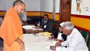 पूजा-अर्चना करून योगी आदित्यनाथांनी केलं मतदान