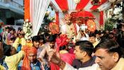 जेव्हा सव्वा पाच लाखांचा नोटांचा हार घालून लग्नमंडपात पोहचला भुवनेश्वर कुमार ......