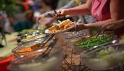 लग्नाच्या जेवणाचा त्रास टाळण्यासाठी ऋजुता दिवेकरच्या खास टीप्स