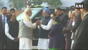 एकमेंकावर जोरदार टीका केल्यानंतर भेटले पंतप्रधान मोदी आणि मनमोहन सिंग