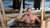 ... म्हणून रशियाच्या राष्ट्राध्यक्षांनी बर्फाच्या पाण्यात मारली डुबकी