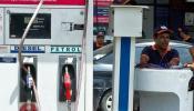 इतकं महागणार पेट्रोल, जाणून घ्या एका महिन्यात किती महागलं पेट्रोल