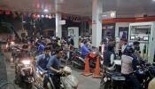 भारतीय नागरिकांना 'या' ठिकाणी मिळतयं २२ रुपयांनी स्वस्त पेट्रोल