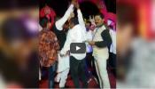 पोलीस शिपायाचा गुंडांसोबत डान्स, व्हिडिओ व्हायरल