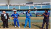 धोनी पुन्हा बनला भारताचा कर्णधार