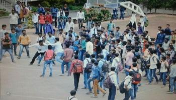 कॉलेज आवारात चाकू हल्ला, विद्यार्थ्यांमध्ये घबराट